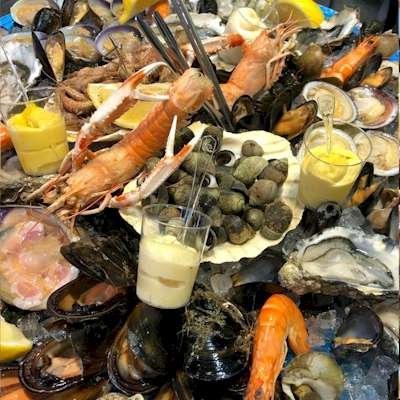Seafood Platters of Oysters & Shellfishes