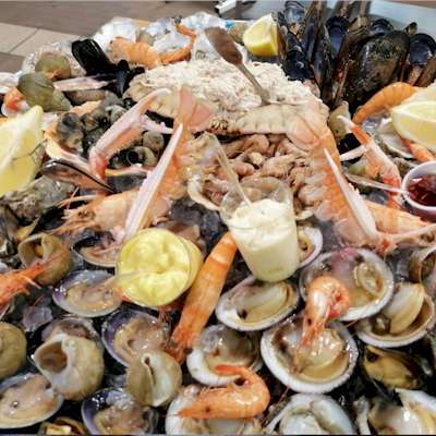 Seafood Platters of Oysters, Shellfishes & Large crab
