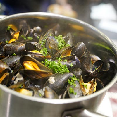 Mussels cooked « Marinières » with white wine, shallots, onions, parsley