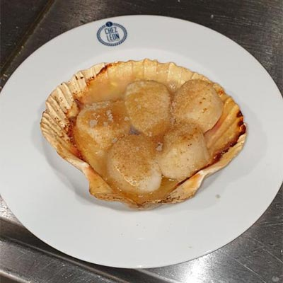 Cooked Scallops toasted with « Beurre Blanc » and Guérande salt